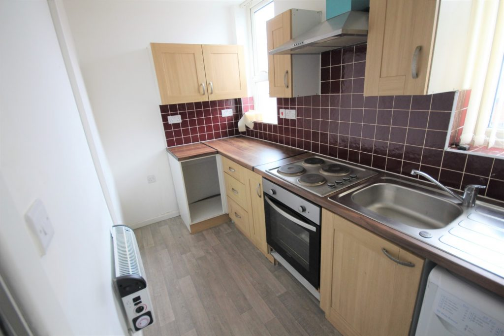 Properties for rent in LS9 East Park Place Leeds kitchen