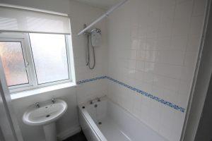Property for rent in LS15 Irwin Approach Leeds bathroom