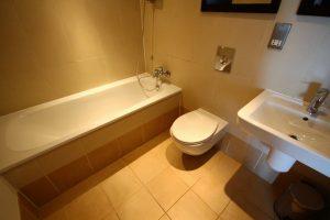 Properties for rent in LS10 Mackenzie House Leeds bathroom